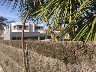 Anglet plages Chiberta, pres golfs, tennis et surf au bord de la pinede