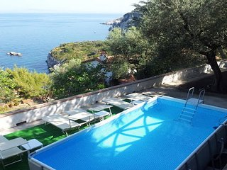 Casa Papoly (A), apartment with amazing ocean view located in Sorrento Coast