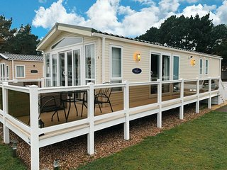 Stunning Lodge with a lake view at the Wild Duck park in Norfolk ref 11003