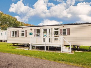 Luxury 8 berth caravan for hire at Wild Duck Haven in Norfolk ref 11006
