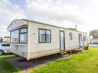 8 berth caravan for hire, Broadland sands holiday park in Suffolk ref 20216