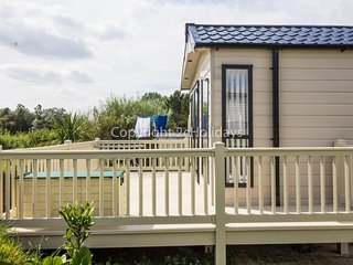 Luxury caravan for hire at Broadland sands holiday park in Suffolk ref 20304