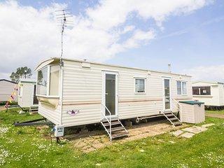 6 berth dog friendly caravan at Heacham Beach in Norfolk ref 21006