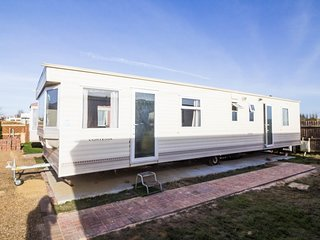 6 berth caravan, dog friendly in Hunstanton minutes from Norfolk Beach ref 13006