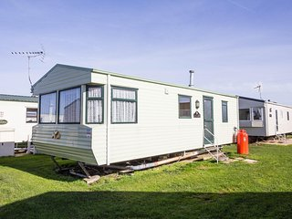 Caravan for hire minutes from  a stunning beach in Norfolk ref 21036