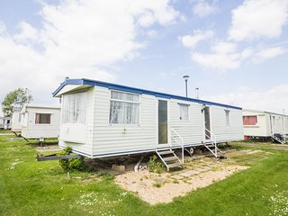Affordable 8 berth caravan for hire at Heacham holiday park in Norfolk ref 21030