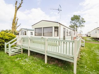 Luxury 6 berth static caravan for hire at Heacham park in Norfolk ref 21003A