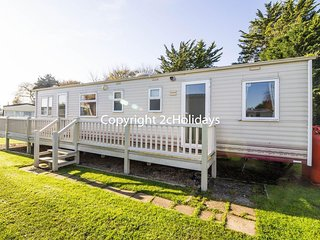 Static caravan for hire sleeping 6 in Breydon water in Norfolk ref 10086