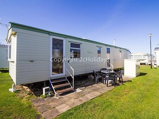 Cheap caravan for hire by the beach at Heacham Beach in Norfolk ref 21015