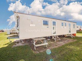 Spacious 8 berth caravan at Heacham beach holiday park in Norfolk ref 21027B
