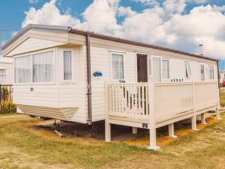 Broadland sands holiday park in Suffolk 6 berth Caravan for hire ref 20083