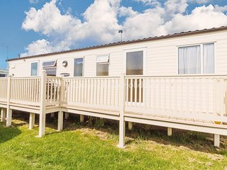 Brilliant 7 berth caravan for hire at Heacham Holiday Park in Norfolk ref 21020H