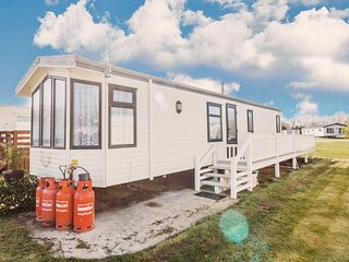 Caravan at Broadland sands park in Suffolk near Pleasure wood hills ref 20368