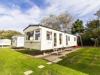 Spacious 6 berth caravan for hire at Broadland sands park in ref 20371
