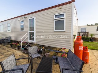 6 berth caravan for hire at Broadland sands holiday park in Suffolk ref 20144