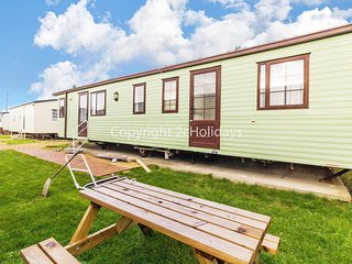 6 berth dog friendly caravan in Hunstanton, minutes from the beach ref 13013L