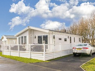 8 berth luxury lodge for hire at Broadland sands in Suffolk ref 20033CV