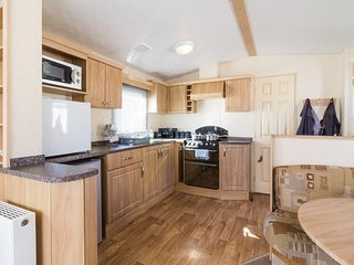 8 berth caravan for hire at Haven Caister Holiday Park in Norfolk ref 30063F