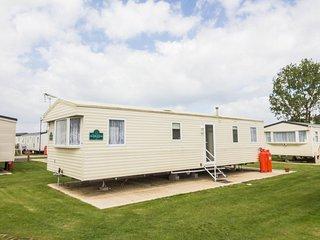 Beautiful 8 berth holiday home by beach at Heacham beach in Norfolk ref 21070