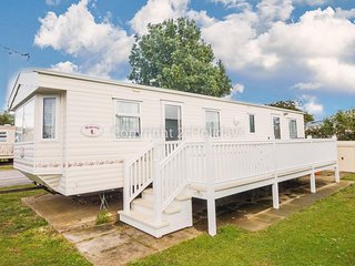 Spacious caravan for hire in Hunstanton at Manor Park Holiday Park ref 23024B