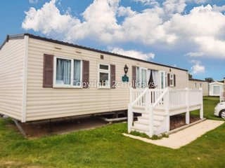 8 berth dog friendly caravan for hire at Caister on sea in Norfolk ref 30062F