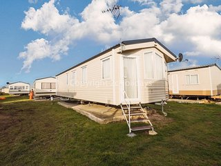 Great 6 berth mobile home to hire in Clacton-on-sea, Essex ref 28011