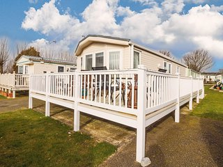 Luxury caravan for hire at Manor park Norfolk ref 23014W
