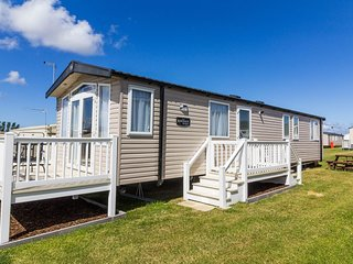 8 berth caravan for hire at Caister on sea in Norfolk.Great Haven park ref 30167