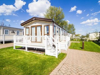 Luxury caravan for hire at Caister Haven holiday park in Norfolk ref 30011