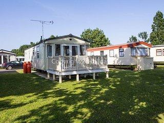 Luxury caravan for hire at Seawick in Essex ref 27012