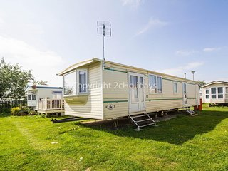 6 berth caravan hire for at St Osyth Beach Holiday Park in Essex ref 28021D