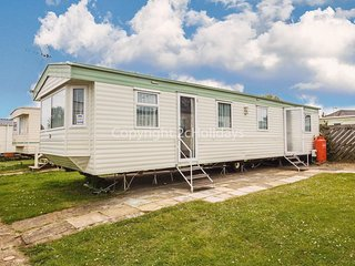 8 berth static caravan for hire at Seawick holiday park in Essex ref 27608