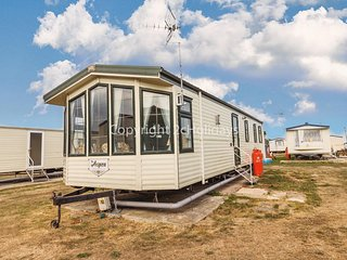 8 berth static caravan to hire in Essex on a great holiday park ref 28055