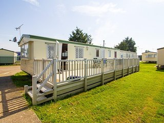 8 berth caravan with decking for hire in Seawick holiday park in Essex ref 27040