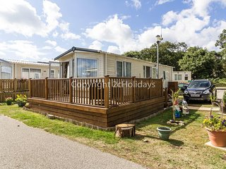 Luxury caravan with a part seaview for hire near the beach ref 32026AS