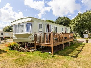 6 berth caravan for hire with a part sea view in Suffolk ref 32042