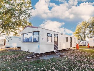 8 berth static caravan for hire at Seawick holiday park in Essex ref 27141S