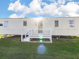 8 berth caravan for hire at Haven Caister holiday park in Norfolk ref 30007