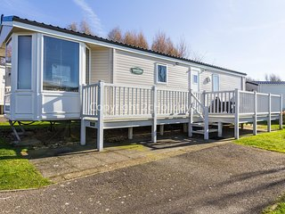 Great caravan for hire at Manor Park Holiday Park in Hunstanton ref 23018K