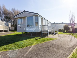Luxury caravan for hire at Manor park holiday park in Hunstanton ref 23018