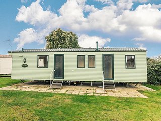 8 berth caravan for hire at Cherry tree holiday park in Norfolk ref 70348