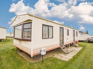 8 berth dog friendly caravan for hire at California cliffs in Norfolk ref 50004a