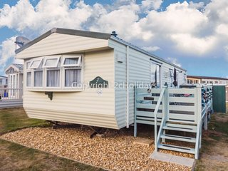 6 berth caravan for hire at North Denes near Africa Alive zoo ref 40128