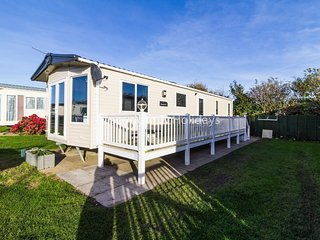 Luxury holiday home by the beach for hire in Norfolk ref 50053k