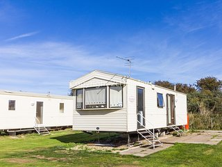 4 berth caravan to hire at Sunnydale holiday park Skegness Lincs ref 35236