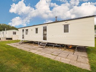 8 berth caravan for hire at Southview Holiday park. 2 night stays ref 33024