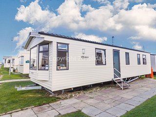 8 berth caravan for hire that is dog friendly in Norfolk ref 50030J