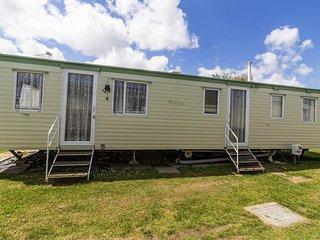 8 berth caravan for hire in Norfolk in California Cliffs.