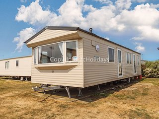 8 berth caravan for hire at California cliffs in Norfolk ref 50002F