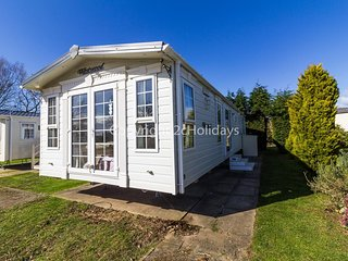 Luxury 8 berth dog friendly caravan at Southview holiday park ref 33144S